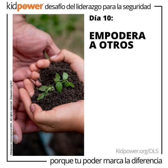 Niño y adulto sosteniendo el suelo y la planta en las manos. Texto: Día 10: Empodera a otros #KidpowerDLS