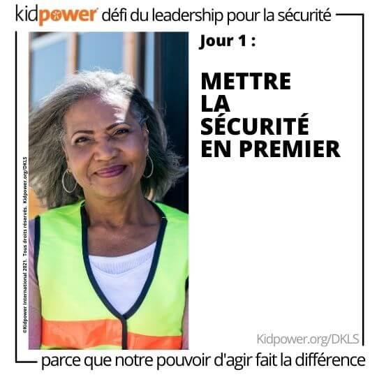 Femme adulte croisant la garde souriant. Texte: jour 1: Mettre la sécurité en premier #KidpowerDKLS