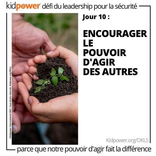 Enfant et adulte tenant le sol et la plante dans les mains. Texte: jour 10: Encourager le pouvoir d'agir des autres #KidpowerDKLS