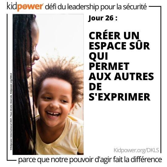 Sourire mère et enfant parlant. Texte: jour 26: Créer un espace sûr qui permet autres de s'exprimer #KidpowerDKLS