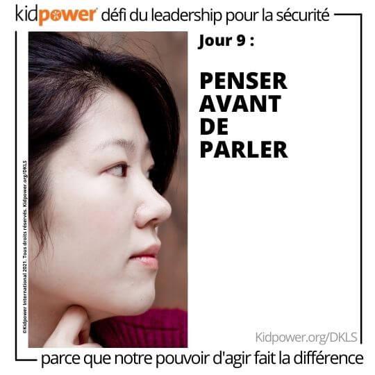Femme adulte regardant vers la droite, la main sur le menton. Texte: jour 9: Penser avant de parler#KidpowerDKLS