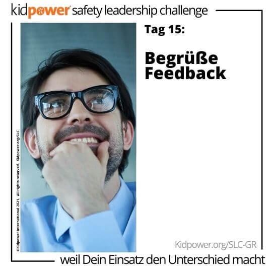 Geschäftsmann hält Kinn und lächelt. Text: Tag 15: Begrüße Feedback #KidpowerSLCGR
