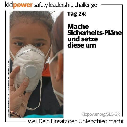Erwachsener, der Gesichtsmaske auf Kind setzt. Text: Tag 24: Mache Sicherheits-Pläne und setze diese um #KidpowerSLCGR